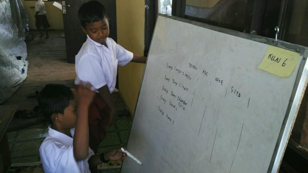 Anak-anak semangat mengikuti kegiatan belajar mengajar (KBM)